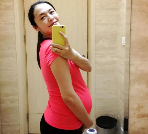 姚晨自拍大肚惊人 不时分享自己的怀孕心得